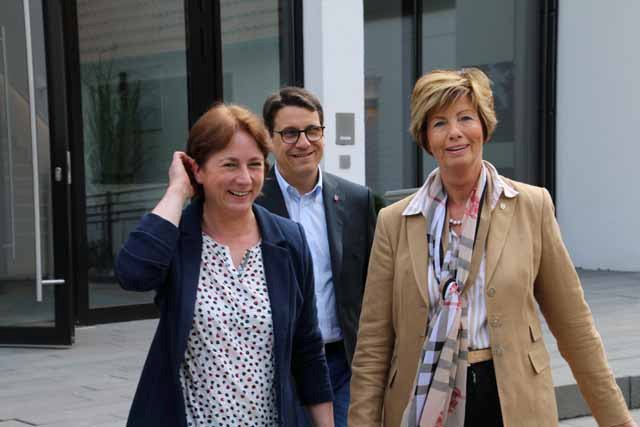 v.l.n.r.: Bianca Winkelmann MdL und Kirstin Korte, Kreisvorsitzende der CDU, zusammen mit Dr. Oliver Vogt, Bundestagskandidat der CDU für Minden-Lübbecke