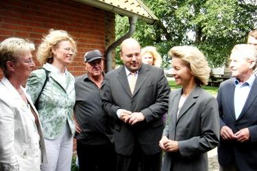 Begrüßen die Familienministerin: Kampeter, Ortgies und Bürgermeisterkandidatinnen