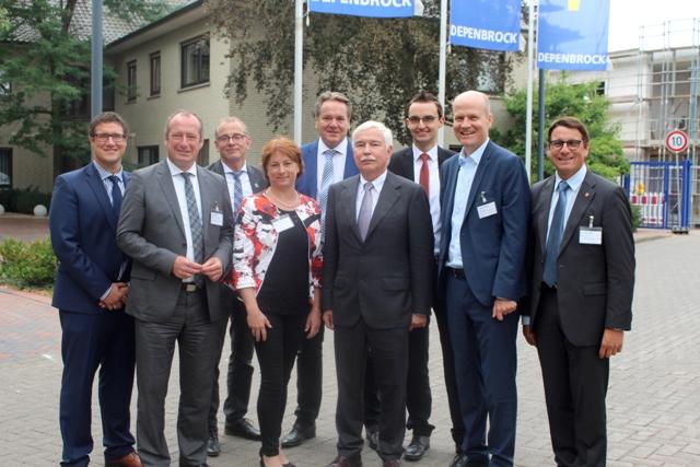 Parlamentarischer Staatssekretär Oliver Wittke MdB (2.v.l.); Bianca Winkelmann MdL (4.v.l.); Karl-Heinrich Depenbrock (6.v.l.); Ralph Brinkhaus MdB und stellv. Vorsitzender der CDU/CSU Bundestagsfraktion und Vertreter der CDU Minden-Lübbecke