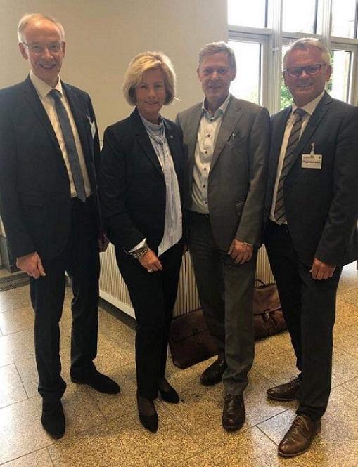 Detlef Beckschewe, Vorsitzender CDU Kreistagsfraktion, Kirstin Korte MdL und CDU Krfeisvorsitzende, Staatssekretär Dr. Edmund Heller, Michael Großkurth, stv. Verwaltungsratsvorsitzender MKK