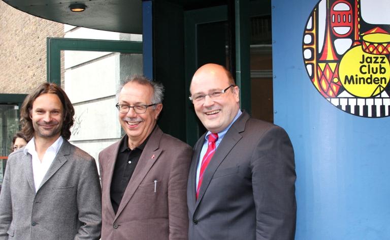 Moritz Rinke, Dieter Kosslick und Steffen Kampeter MdB vor dem Jazz-Club
